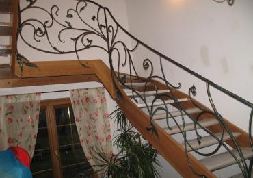 Jak ozdobić schody w domu? Wyrobami Kutymi!
